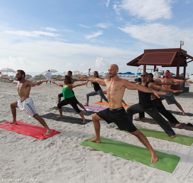 Jógaóra a strandon Miamiben