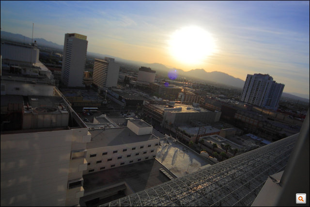 Hajnal a Las Vegasi Four Queens Hotelben