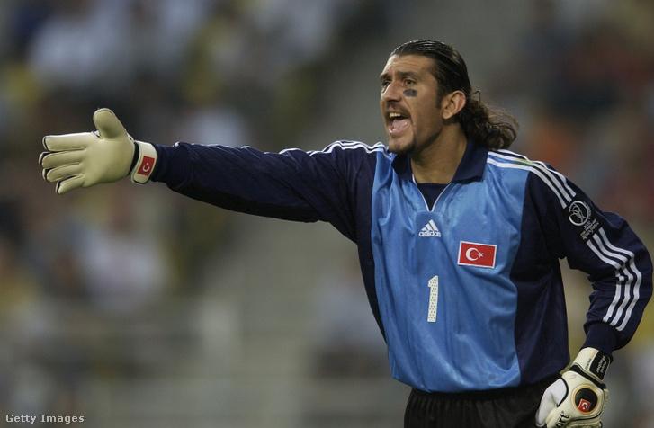 A török labdarúgó-válogatottal 2002-ben világbajnoki bronzérmet nyerő Rüştü Reçber