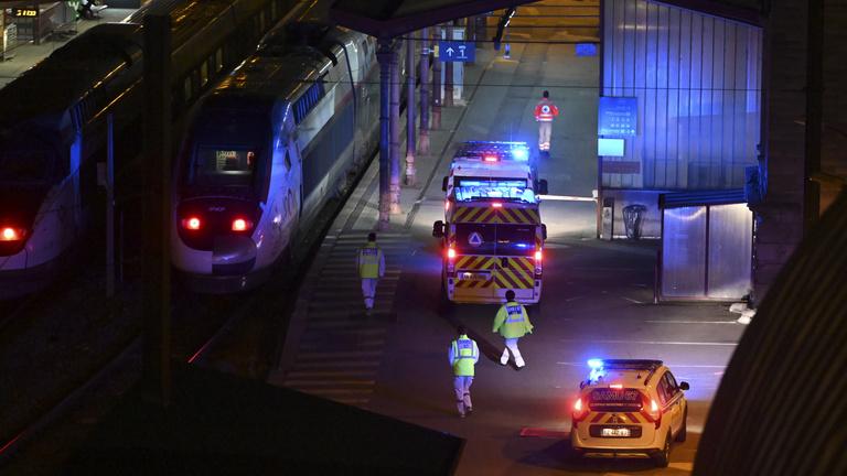 2600 új beteg és majdnem 300 halott Franciaországban, mentővonattá alakítottak át két TGV-t
