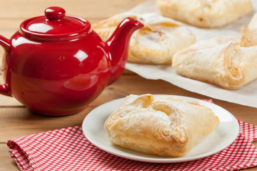 Vaníliás, gyümölcsös táska leveles tésztából: villámgyors húsvéti reggeli