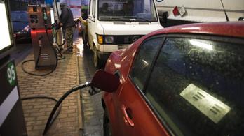 Szerdán újabb 8 forinttal csökken a benzin ára
