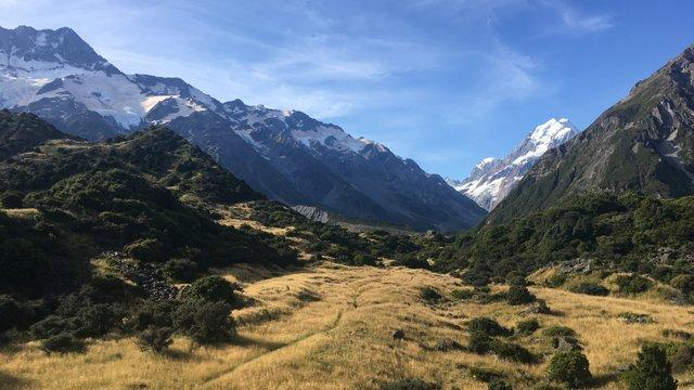 Új-Zéland vadregényes hegyei között