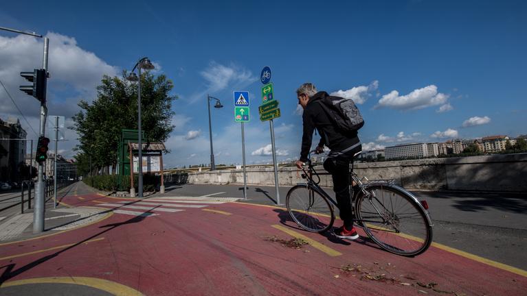 Áprilistól a kerékpáros hálózat gyors bővítését tervezi a főváros