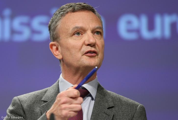 Eric Mamer tart sajtótájékoztatót Brüsszelben 2020 március 5-én.