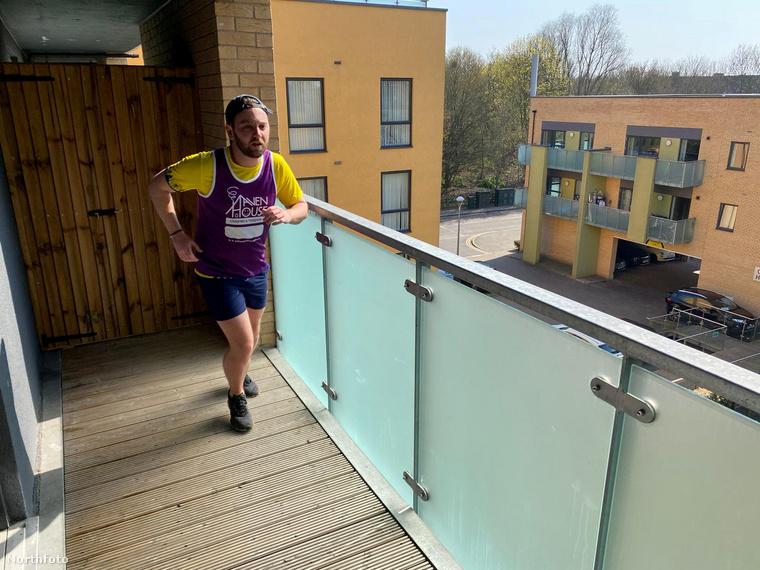 A koronavírus miatt természetesen ezt a sporteseményt is lefújták, a szervezők azonban azt tanácsolták a futóknak, hogy próbálják meg otthonuk közelében lefutni a távot
