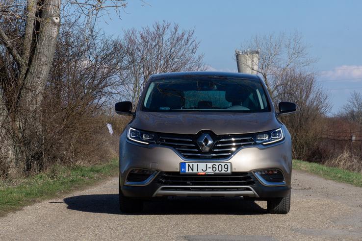 Illik az aktuális Renault-formavilágba mégis egyedi – szép munka!