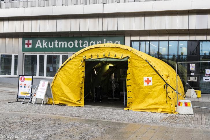 Szűrősátor egy svédországi kórház bejáratánál 2020 március 20-án.