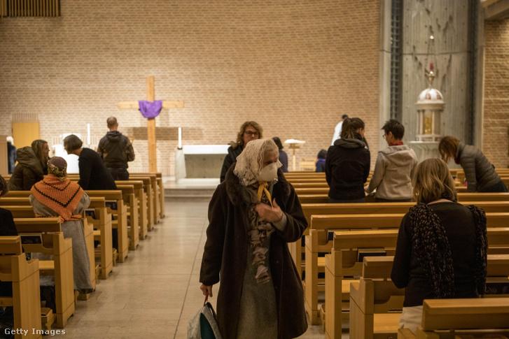 Mise egy stockholmi templomban 2020 március 27-én