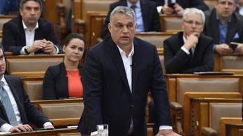 Orbán: Kérek mindenkit, hogy viseljen maszkot, de nem tudom garantálni, hogy mindenkinek jut