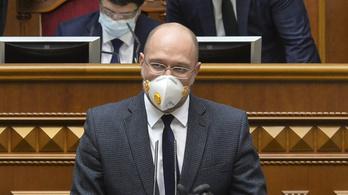 A járvány közepén menesztették az ukrán egészségügyi és pénzügyminisztert