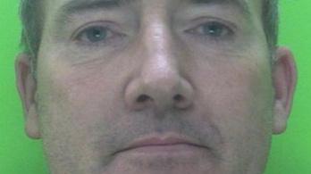 Szándékosan köpött le két brit rendőrt a járvány közepén, 12 hónap börtönt kapott