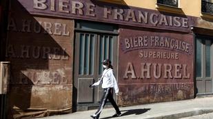 Félbemaradt a forgatás, világháborús díszlet maradt a párizsi utcákon