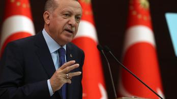 Erdogan héthavi fizetését ajánlotta fel a szegényeknek