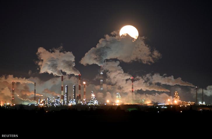 A Gazprom Neft olajfinomítója Omszkban, Oroszországban