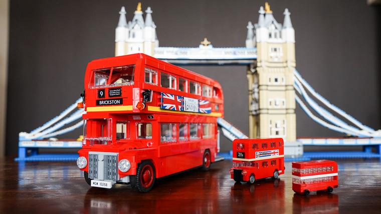 A londoni emeletes buszokat senkinek nem kell bemutatni, Legóból többféle méret is van