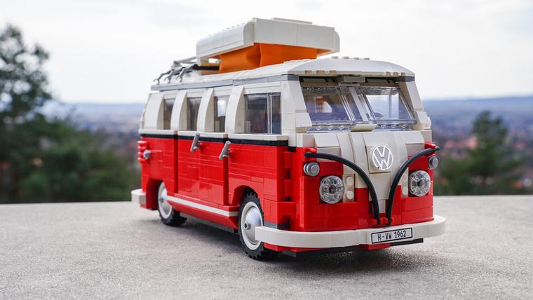 A VW T1 lakóautót az 1962-es modellről mintázták, nem is akárhogyan