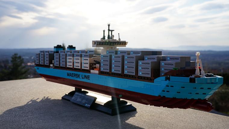 A Triple-E a leglátványosabb és egyben a legnagyobb Maersk Lego 1518 darabjával