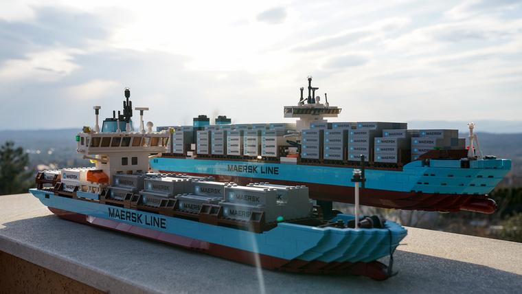 A Maersk Line a konténerszállítók Bugattija, több járművéből is készült Lego.