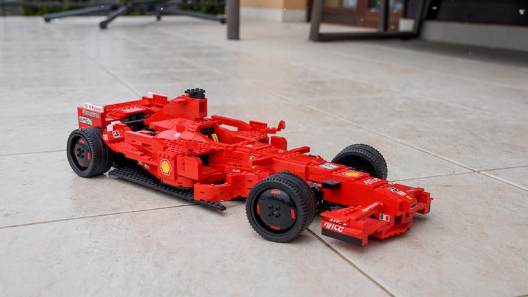 Ez a legnagyobb F1-es versenyautó, ami Legóból készült, pedig mindössze 997 darabos