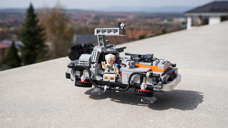 A Vissza a jövőbe filmből: DeLorean DMC-12.