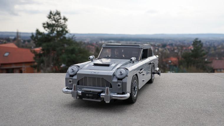 James Bond Aston Martinja is új, két éve jött ki, és nagyon részletes
