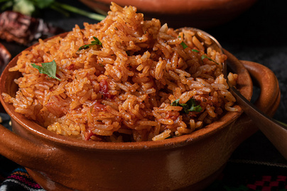 Csípős, fűszeres mexikói rizs rengeteg paradicsommal: köret, de főétel is lehet belőle