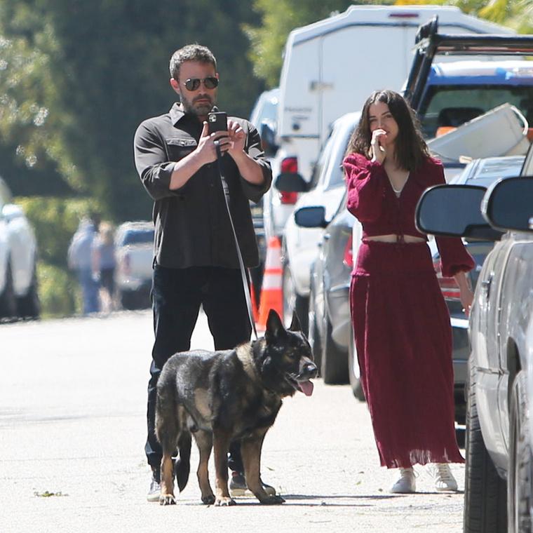 A kiránduláson egyébként most a színész kutyája is hozzácsapódott a társasághoz