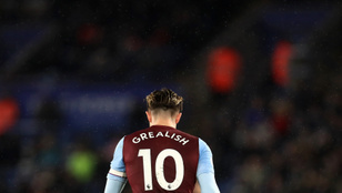 Az otthonmaradás fontosságáról posztolt, majd bulizni meg az Aston Villa futballistája