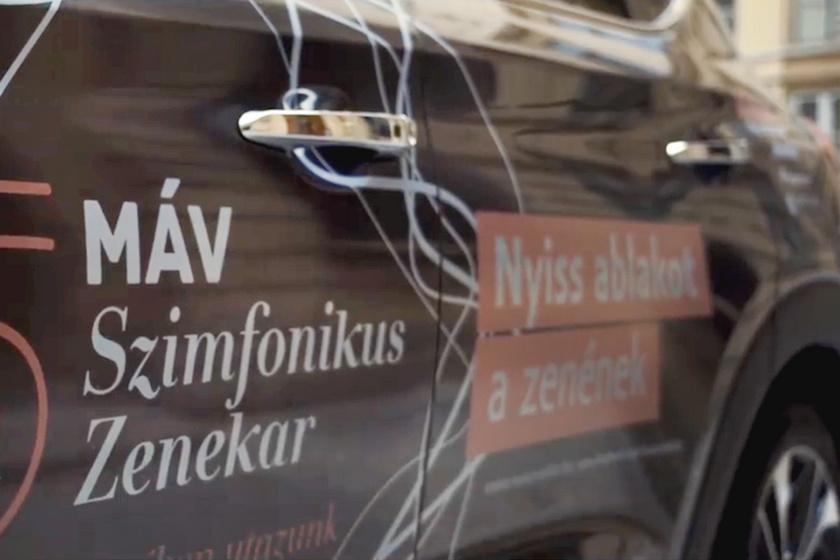 Nálad is felbukkanhat a MÁV Szimfonikusok autója: házhoz viszik a koncertet
