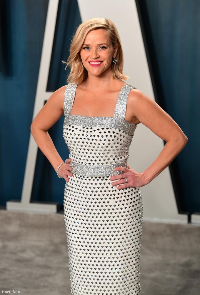 Reese Witherspoon itt a klasszikus, glamúros megjelenést hozza egy Oscar-afterpartin,