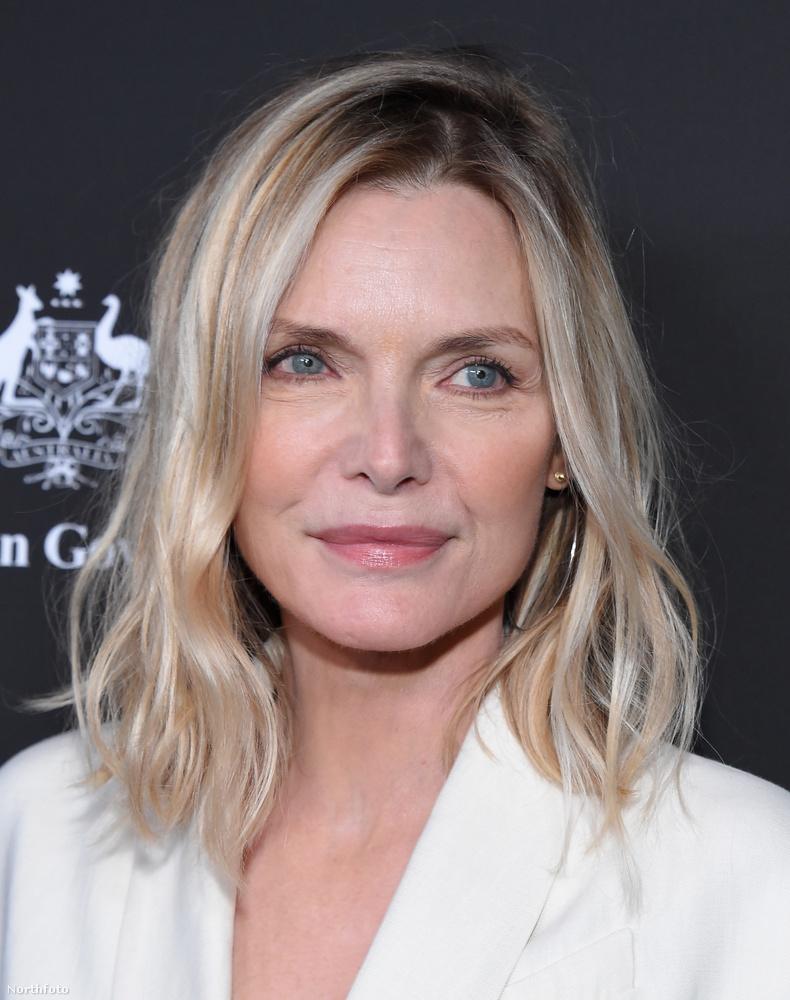 Michelle Pfeiffer az elmúlt hónapokban a hivatalos megjelenésein sem vitte túlzásba az arcfestést,