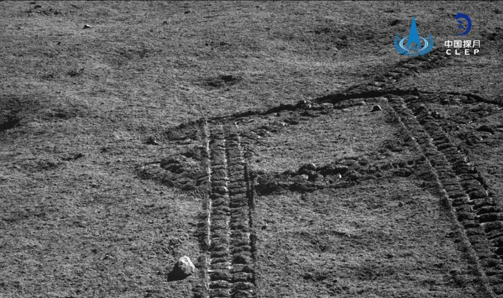 A Jáde Nyúl-2 keréknyomai a Hold túloldalán