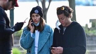 Irina Shayk Demi Moore és Heidi Klum exével sétálgatott
