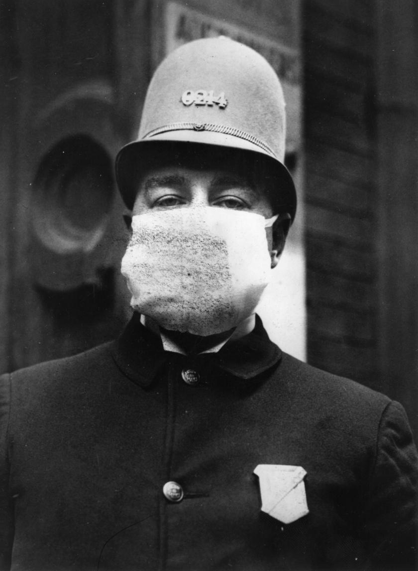 Amerikai rendőr védőmaszkban, 1918.