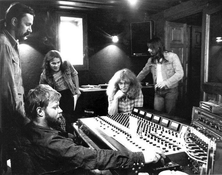 A P. Mobil 1981-ben az Omega Stúdióban: Schuster Lóránt, Tunyogi Péter, Kóbor János, Zeffer András és Nemes László.