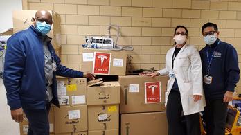 Elon Musk ingyen osztja a lélegeztetőket