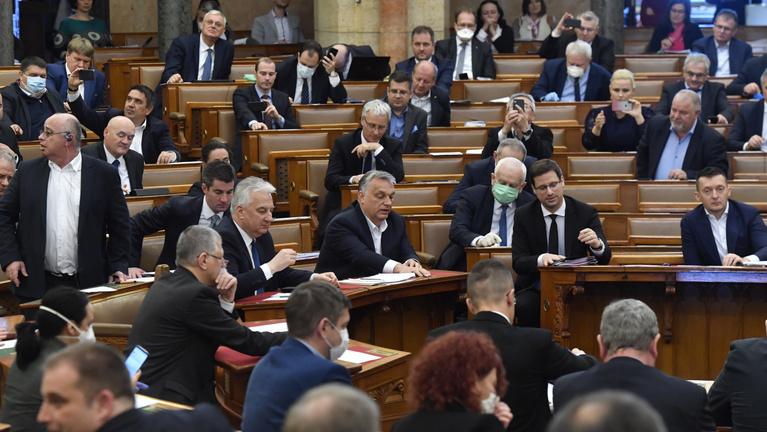 Fontos változások sorát nyomná át a Fidesz a veszélyhelyzet árnyékában