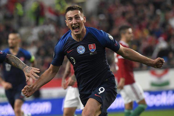 A gólszerző szlovák Robert Boženíka labdarúgó-Európa-bajnoki selejtező E csoportjában játszott Magyarország–Szlovákia-mérkőzésen 2019. szeptember 9-én