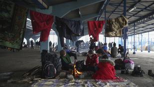 Szédítő gyorsasággal terjedhet a menekülttáborokban a koronavírus