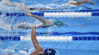 Zárlat az úszóknál, két hétig nem edzhetnek