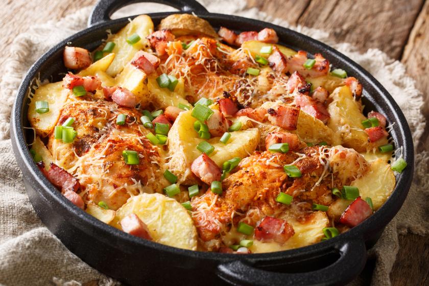 Gyors tepsis csirkemell krumplival, baconnel: csak beteszed a sütőbe