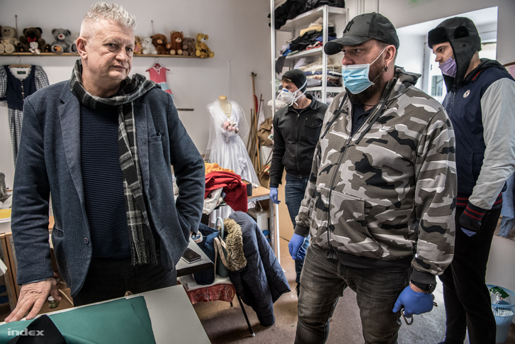 Kalyavecz András, az Abigél Szakközépiskola igazgatója és Tóth Ákos, az Age of Hope Alapítvány vezetője Szendrőn