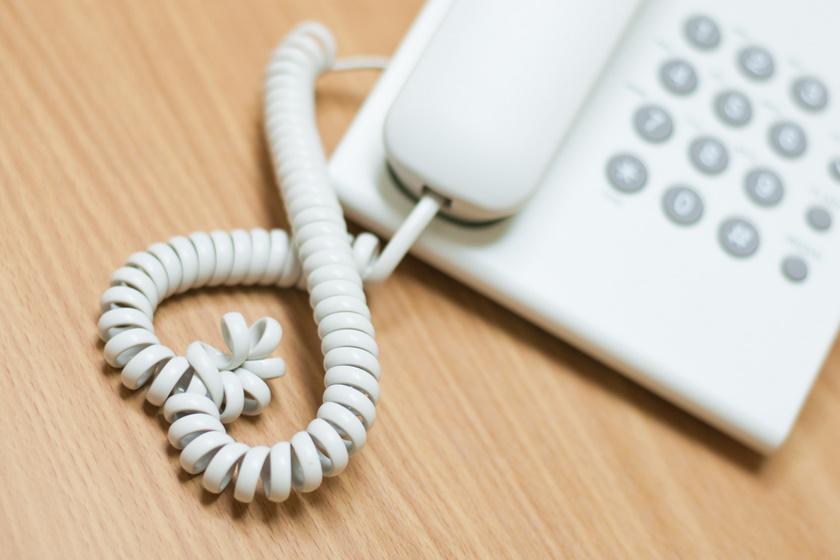 Szakemberek segítenek a túlterhelt szülőknek: csak egy telefonszámot kell felhívni