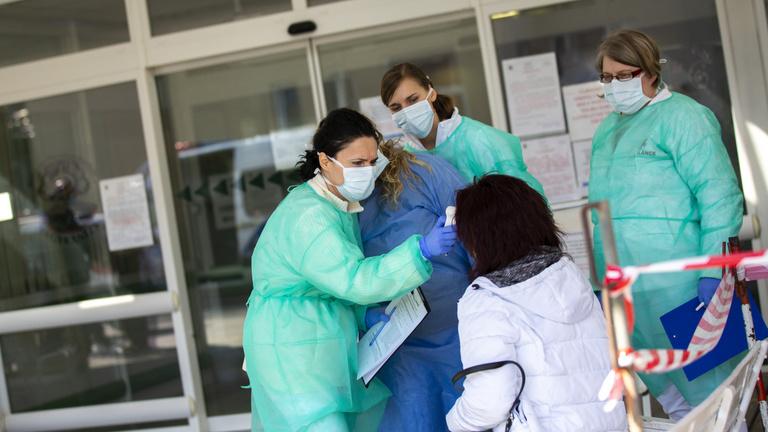 Tízszer annyi magyar fertőzött lehet a valóságban, mint a nyilvántartásban