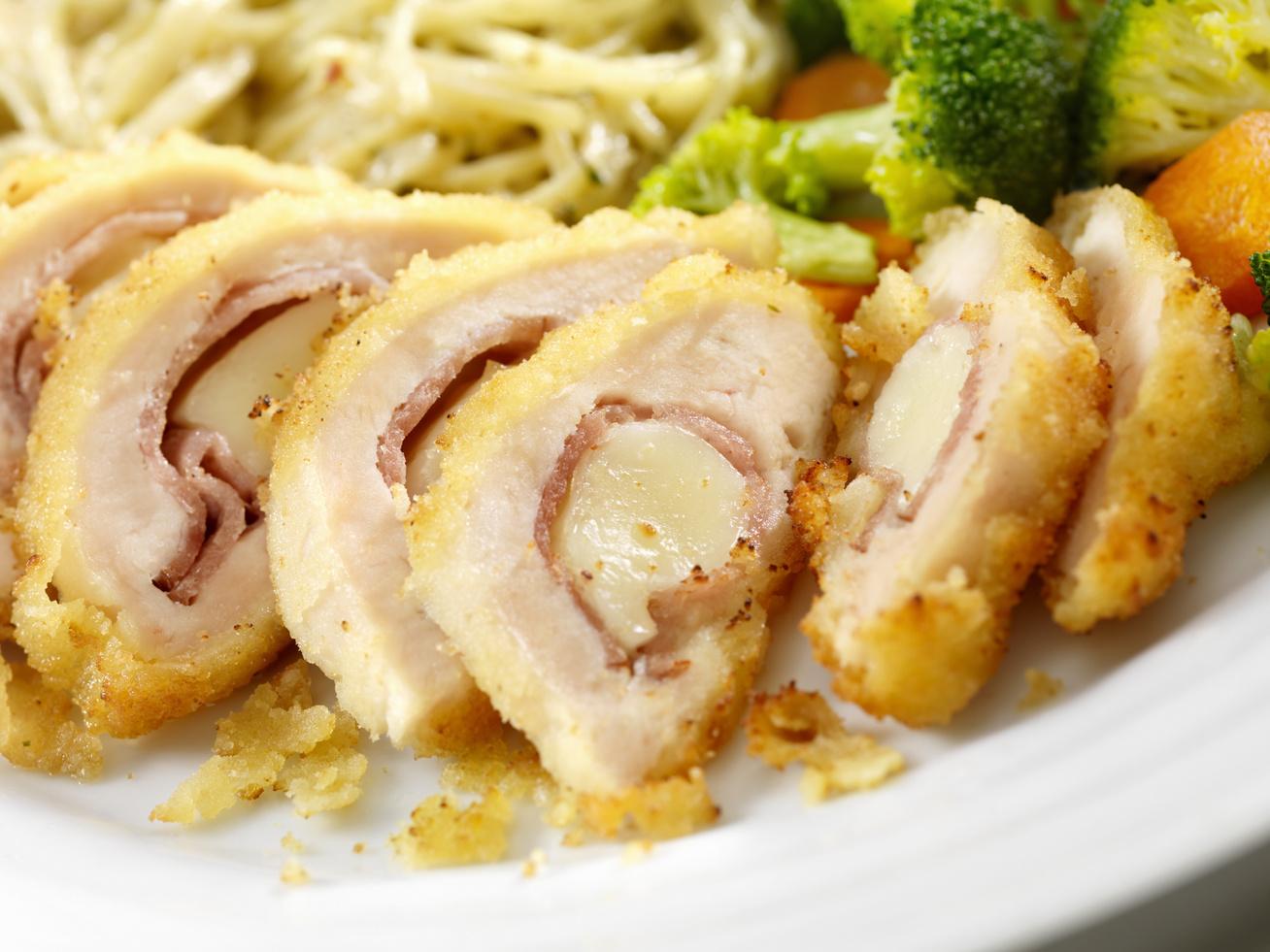 sajttal-sonkaval-toltott-csirkemell