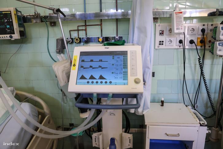Lélegeztetőgép a Szent János kórházban