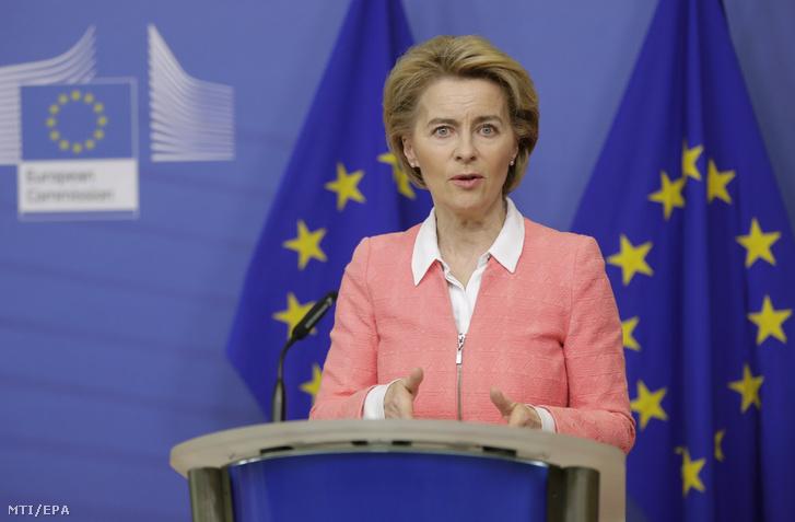 Ursula von der Leyen az Európai Bizottság (EB) elnöke az európai klímatörvény tervezetéről tartott heti bizottsági ülést követő sajtóértekezleten Brüsszelben 2020. március 4-én.
