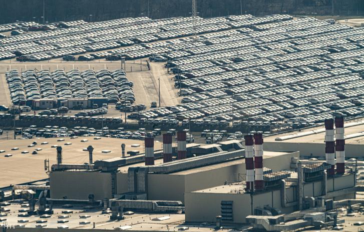 Az esztergomi Suzuki-gyár 2020. március 18-án. A Magyar Suzuki Zrt. vezetése 2020. március 23-tól leállította az esztergomi gyártást.