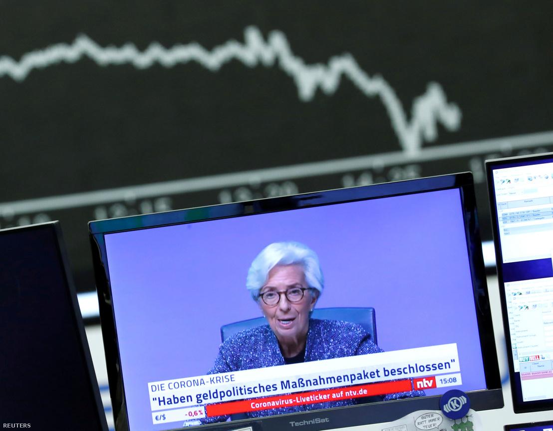 Christine Lagarde-t, az Európai Központi Bank (ECB) elnöke egy televíziós adásban a németországi frankfurti tőzsdén 2020. március 12.